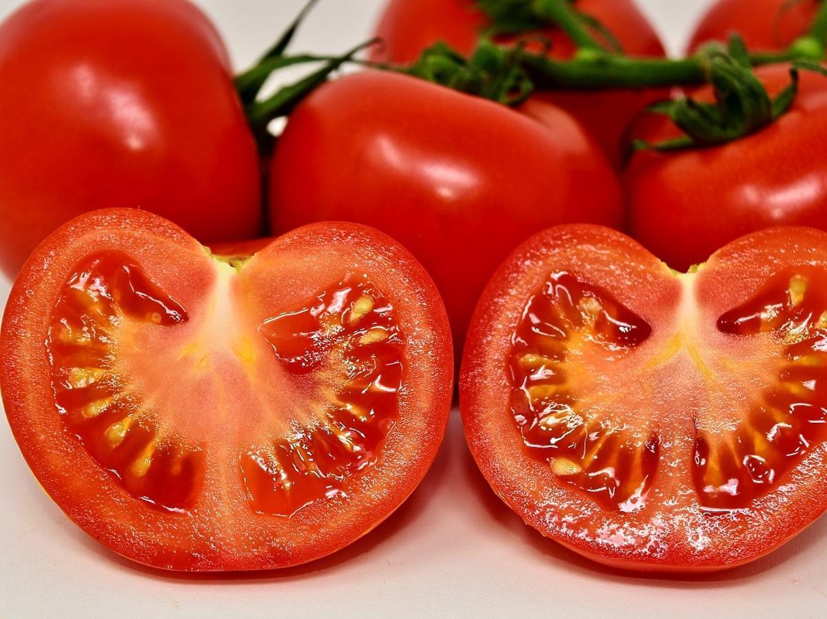 Kto nie powinien jeść pomidorów? U tych osób mogą powodować poważne komplikacje