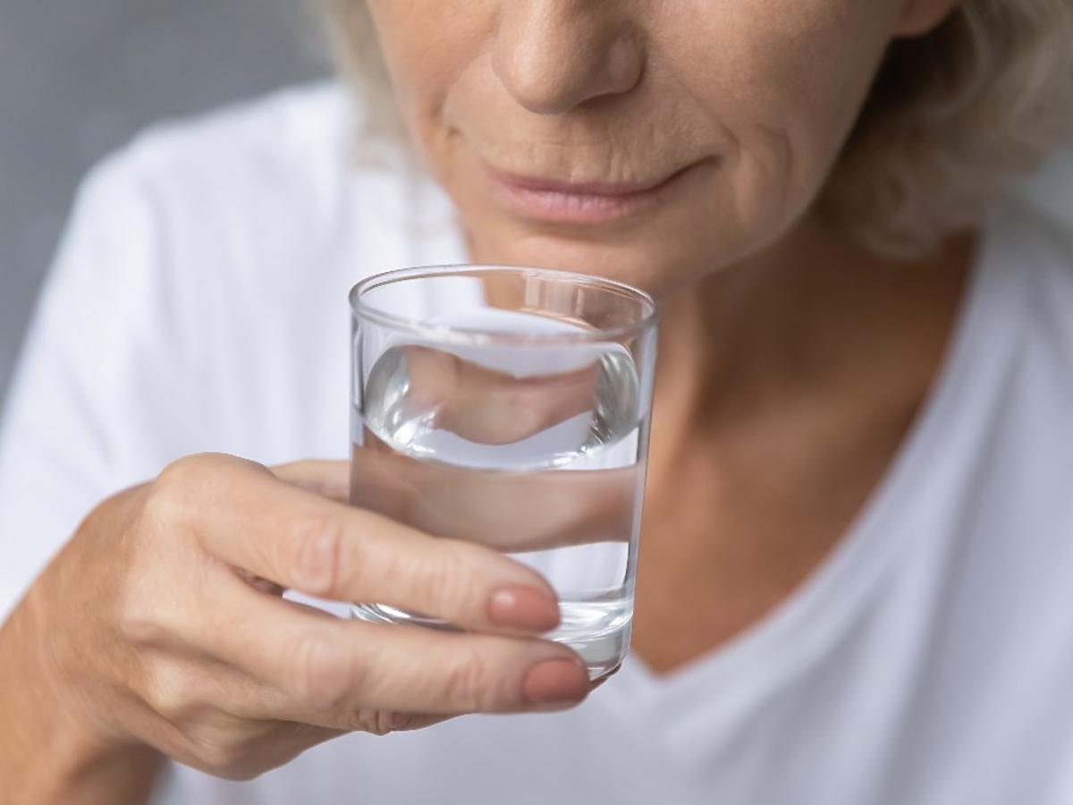 Który napój najlepiej gasi pragnienie? To wcale nie jest woda
