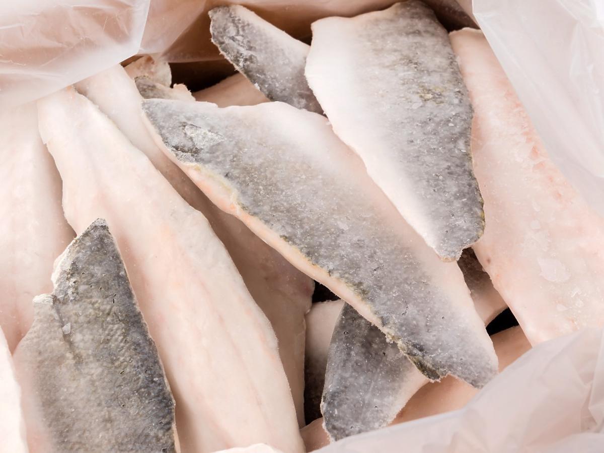 Kupujecie ryby świeże czy mrożone? Hodowcy: Polacy dopiero uczą się kultury jedzenia ryb