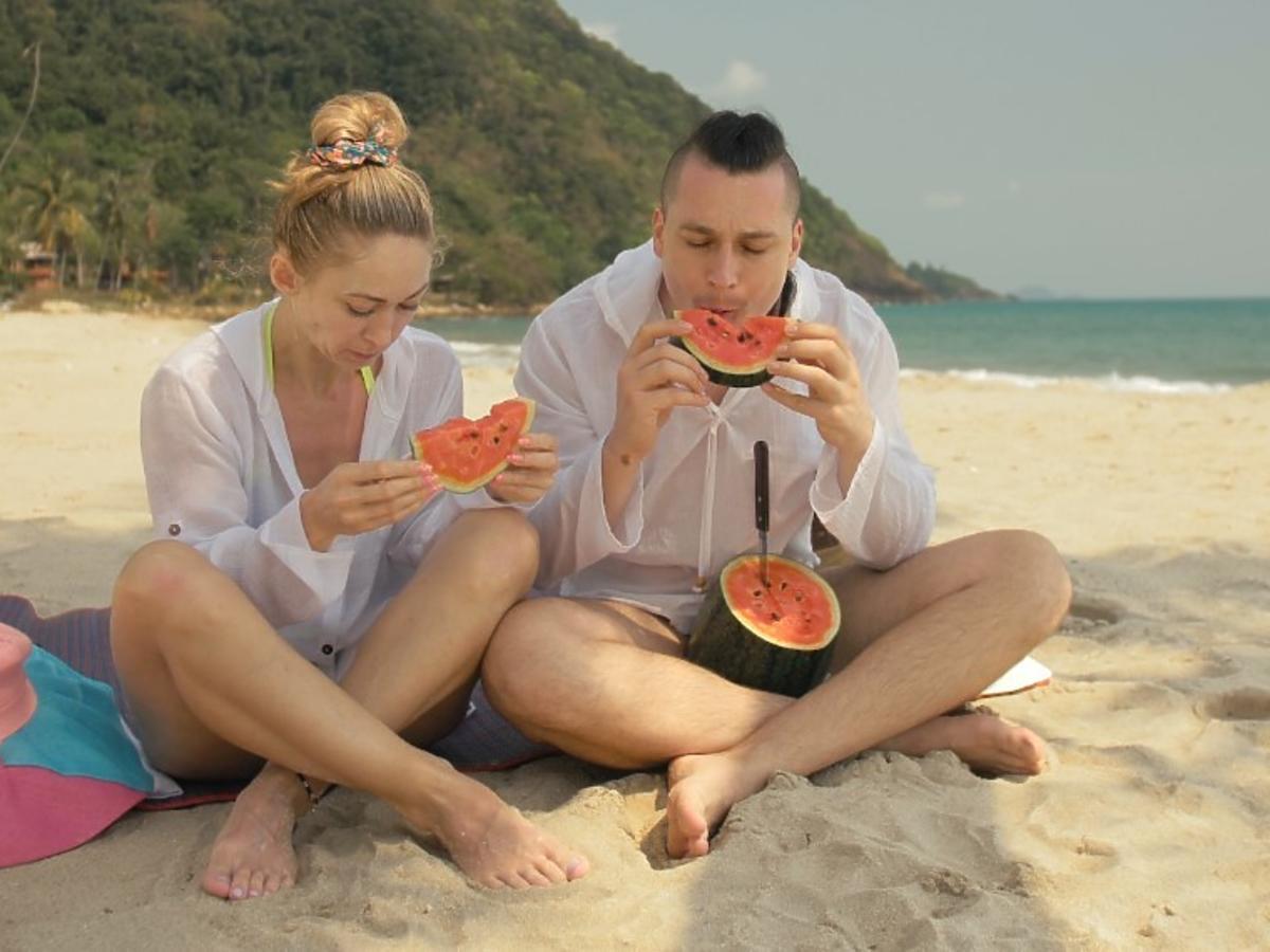 Łatwiej odchudzać się latem? Dietetyczka ostrzega, na jakie produkty powinno się wtedy uważać