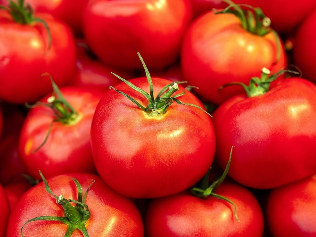 Macie takie objawy? Nie powinniście jeść pomidorów