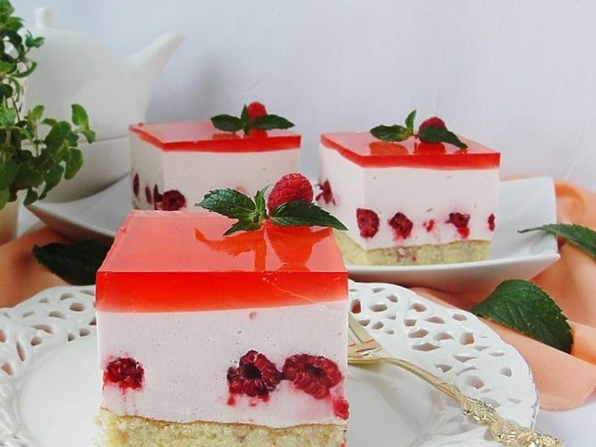 Malinowa pianka z galaretką. Orzeźwiające ciasto na upały
