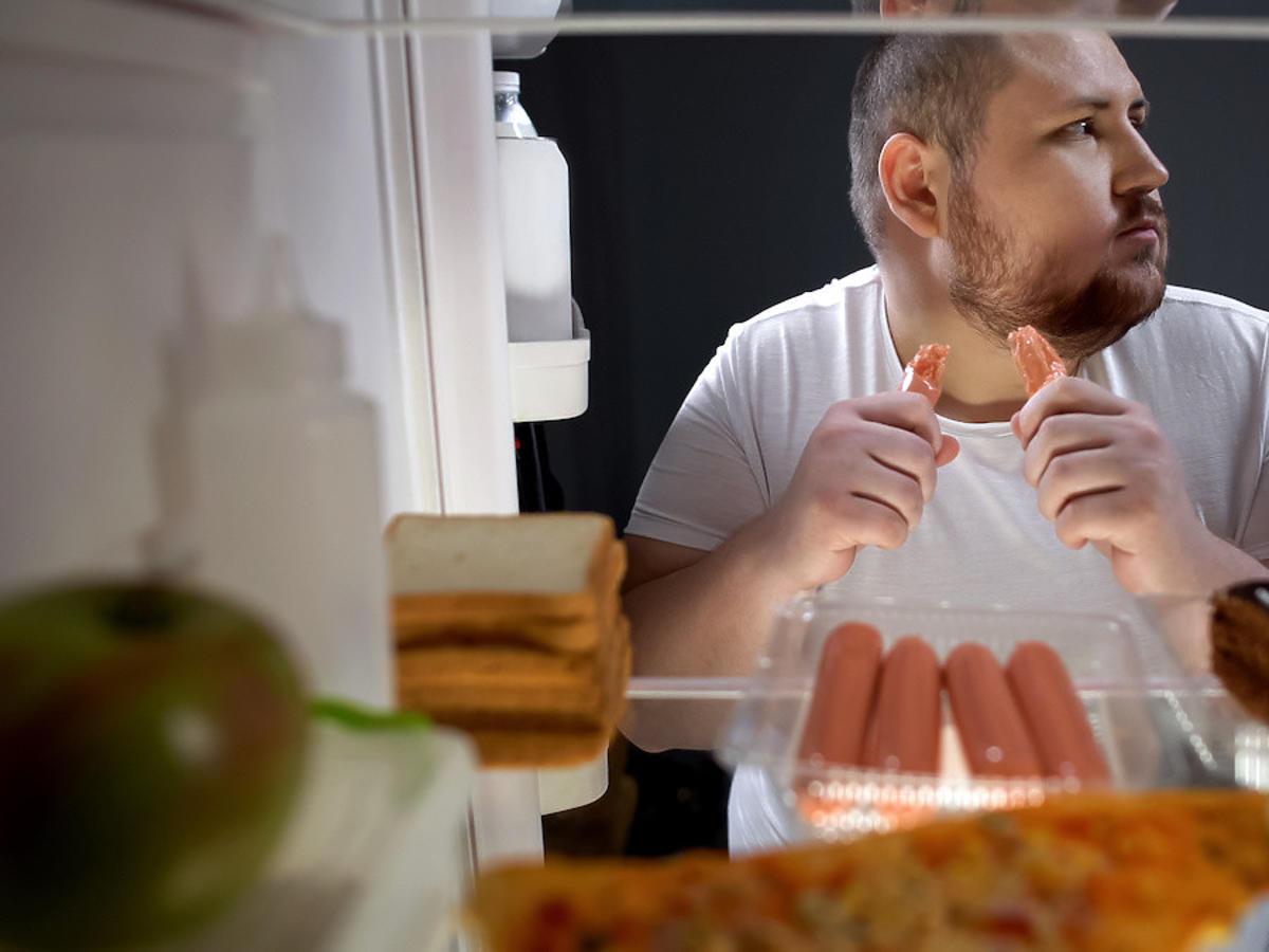 Mężczyźni wolą żyć 10 lat mniej niż zrezygnować z mięsa? Wyniki badań zaskakują