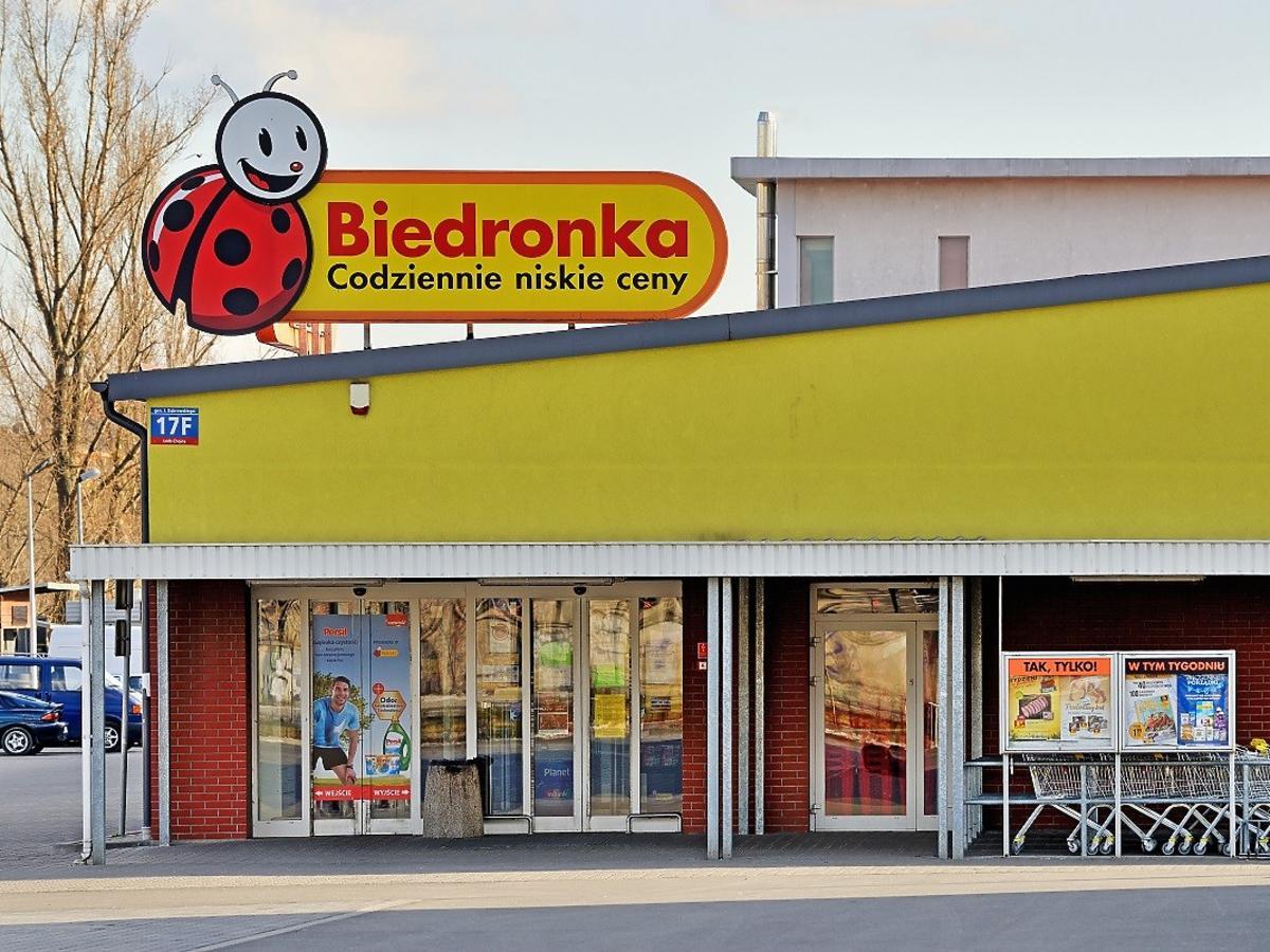 Mięso z kurczaka kupicie w Biedronce za 2,39zł! Dokupcie tanie ogórki i obiad za grosze gotowy