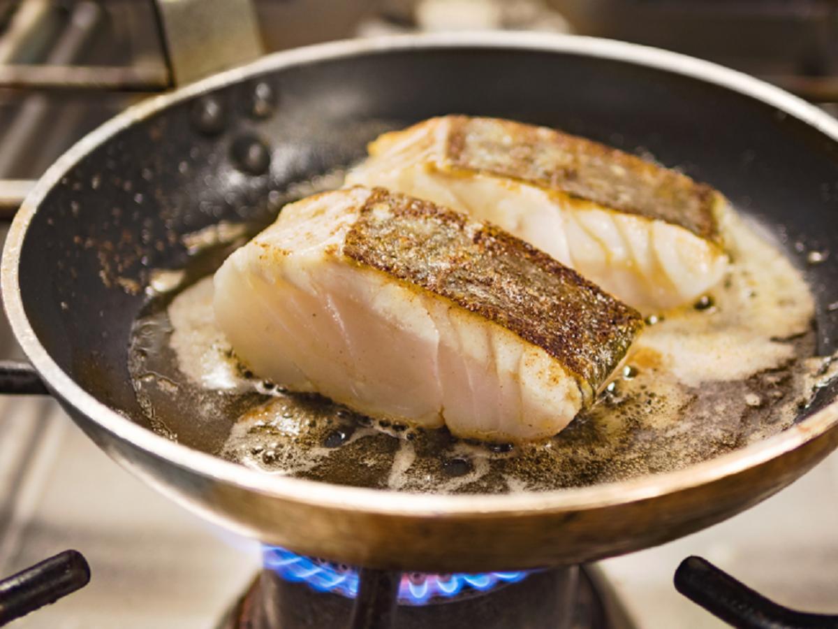 Nie smażcie ryb na tym oleju. To toksyczne połączenie
