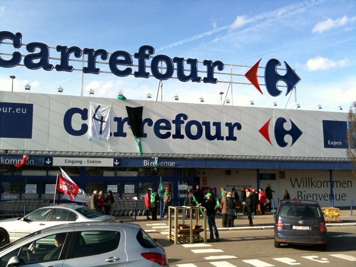 Niezwykła akcja w Carrefourze! Zwrócicie butelki bez paragonu i jeszcze… dostaniecie za to prezent!