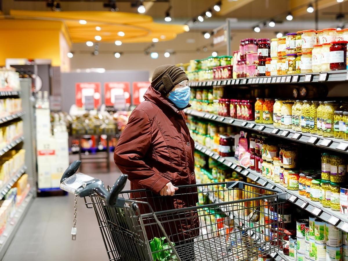 Obostrzenia coraz większe. Czy wrócą w sklepach spożywczych godziny dla seniorów?
