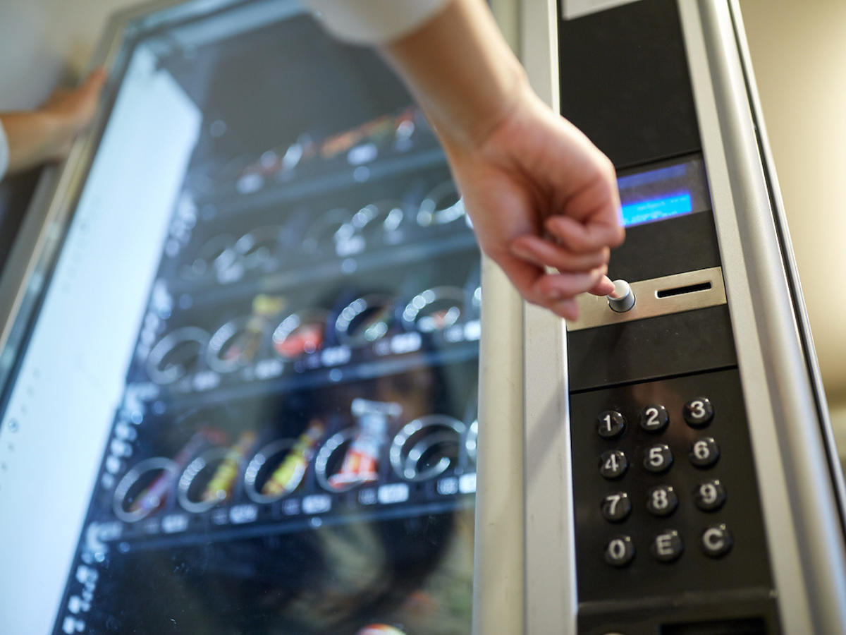 Obrzydliwości w automacie w jednym z lublińskich sklepów! Zamiast kawy czy batoników sprzedają...