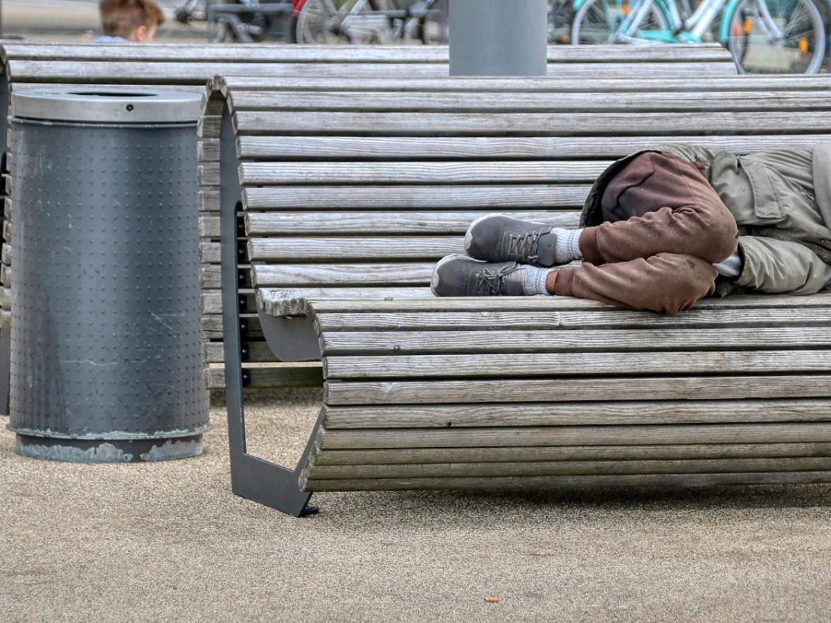 Ośmiolatka podzieliła się posiłkiem z bezdomnym