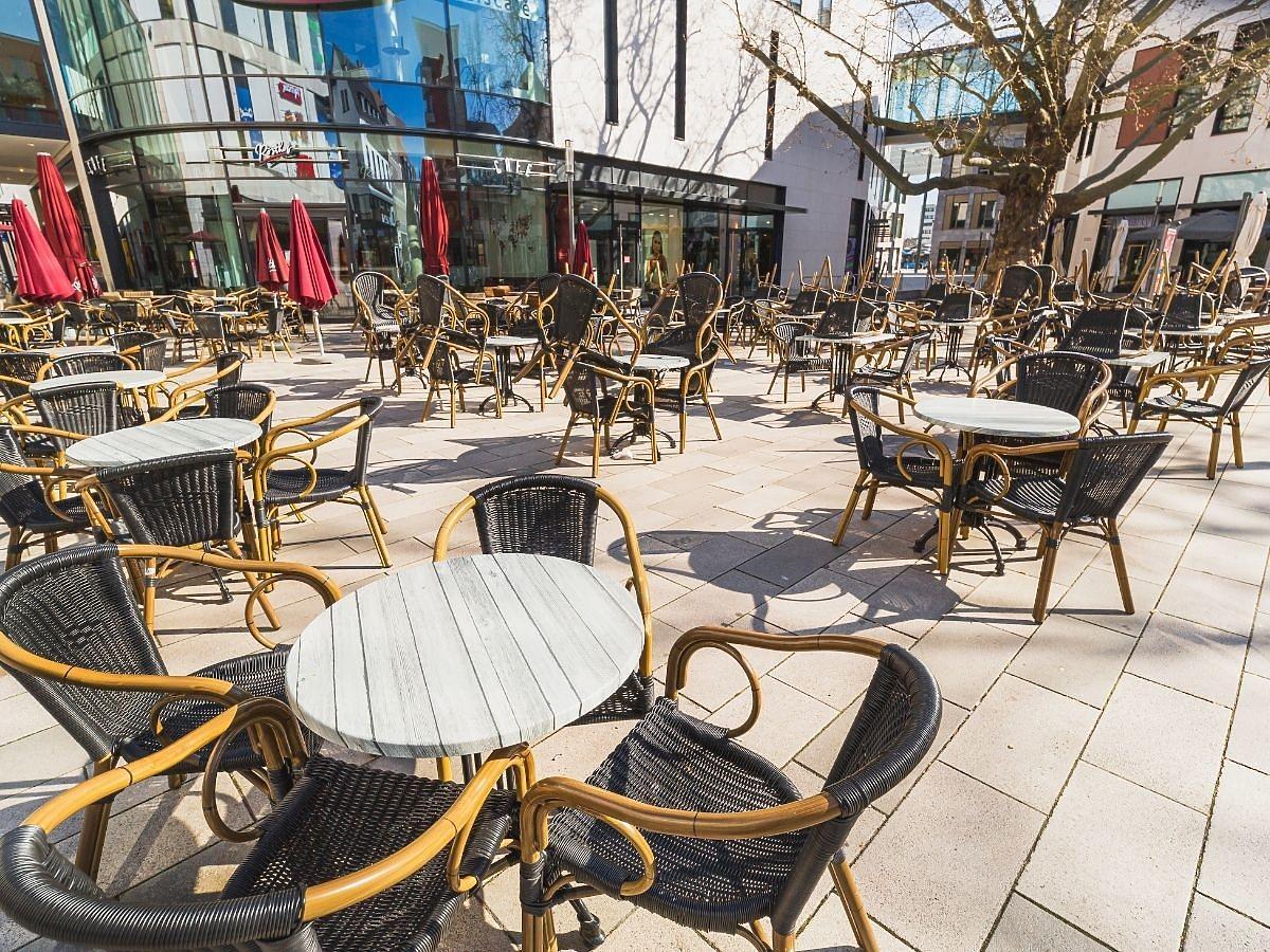 Otwarcie restauracji: będziemy jeść nawet na parkingach? Galerie zamienią je w ogródki restauracyjne