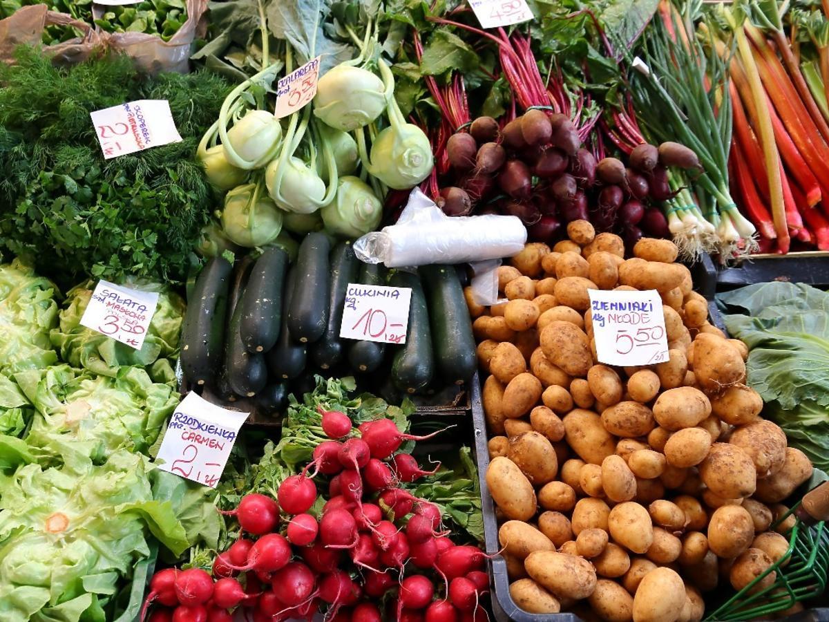 Owoce i warzywa w Polsce droższe od mięsa. Już wiadomo dlaczego