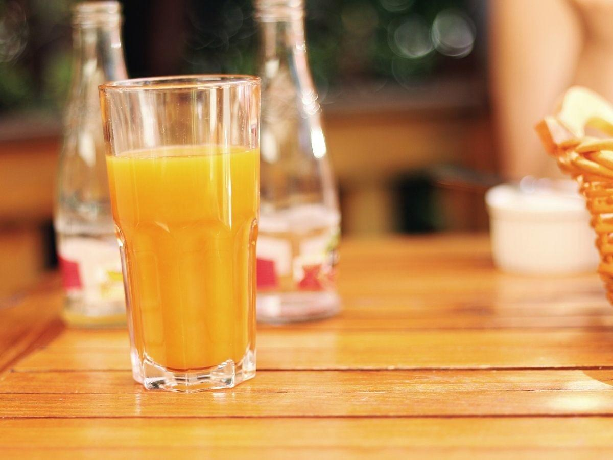 Picie soku pomarańczowego zwiększa ryzyko raka skóry. Chodzi o 1 substancję