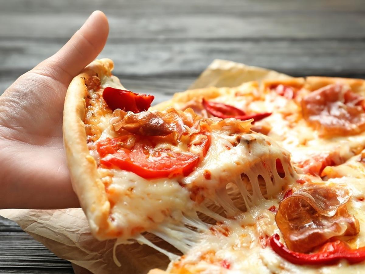 pizza bez drożdży i mąki