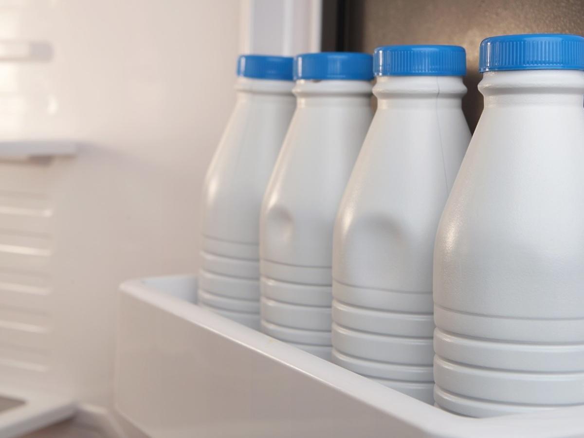 przechowywanie mleka w lodówce
