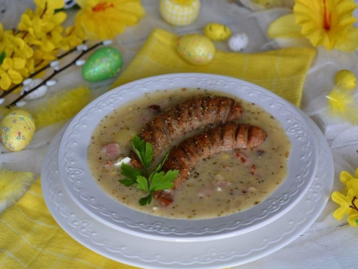 Przepis na barszcz chrzanowy z jajkiem i kiełbasą. Nie ma lepszej zupy na Wielkanoc