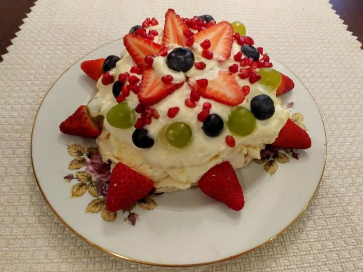 Przepis na bezę z owocami. Lekka i słodka - deser idealny