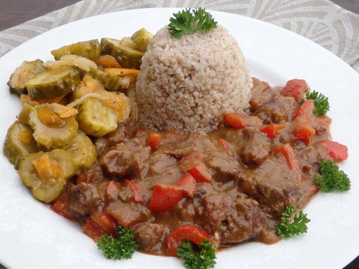 Przepis na gulasz wołowy z papryką. Wspaniały obiad dla całej rodziny