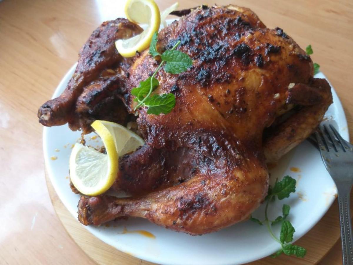 Przepis na kurczaka pieczonego w całości. Ta marynata nadaje mu mega smaku