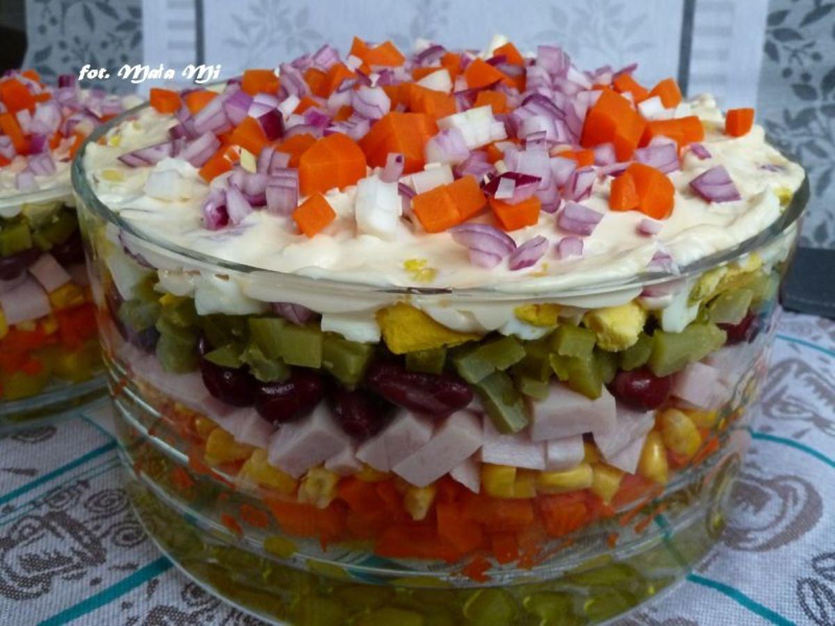 Przepis na sałatkę warstwową z szynką i majonezem