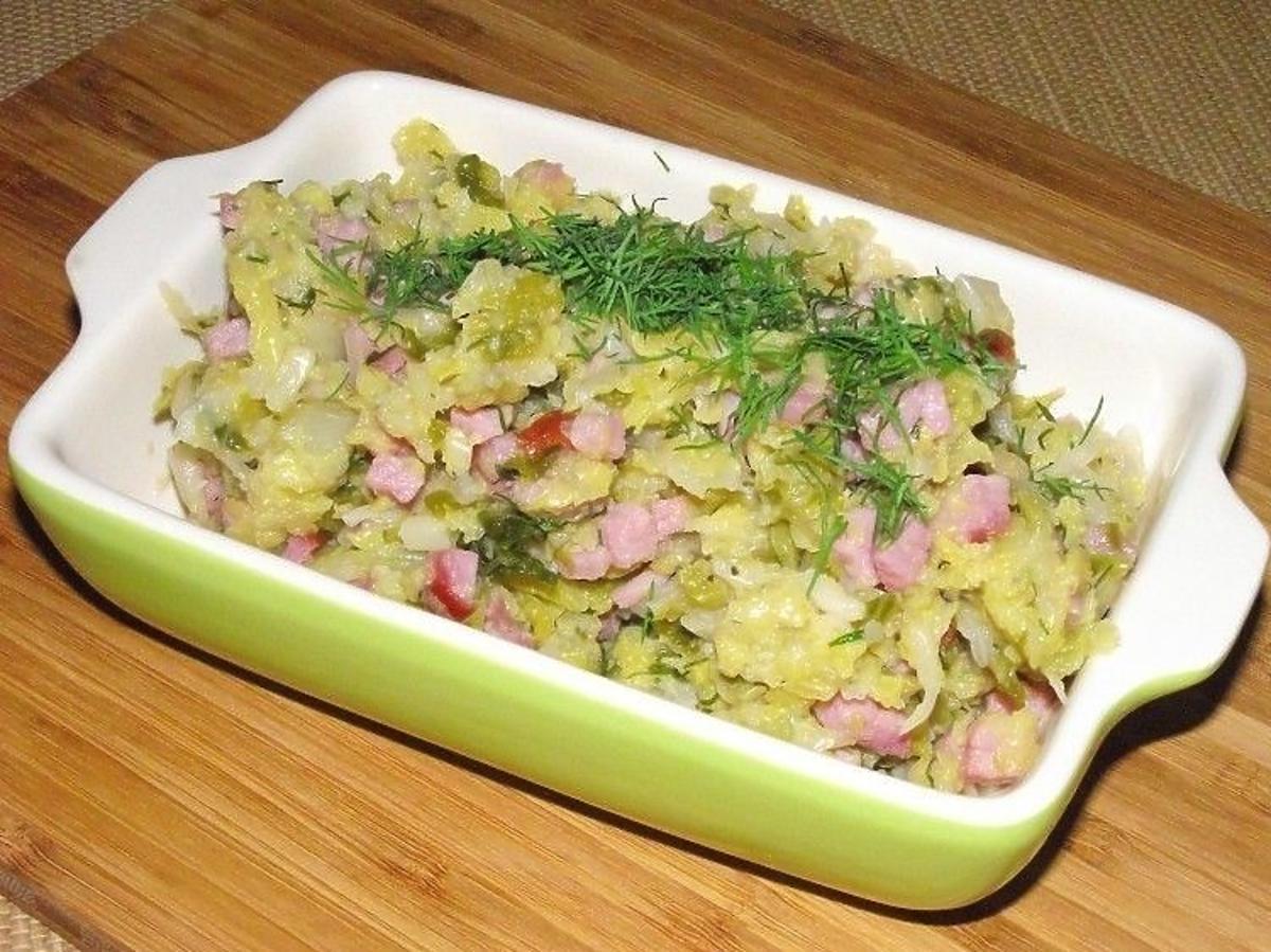 Przepis na włoską kapustę z łososiem. Pomysł na smaczny wiosenny obiad