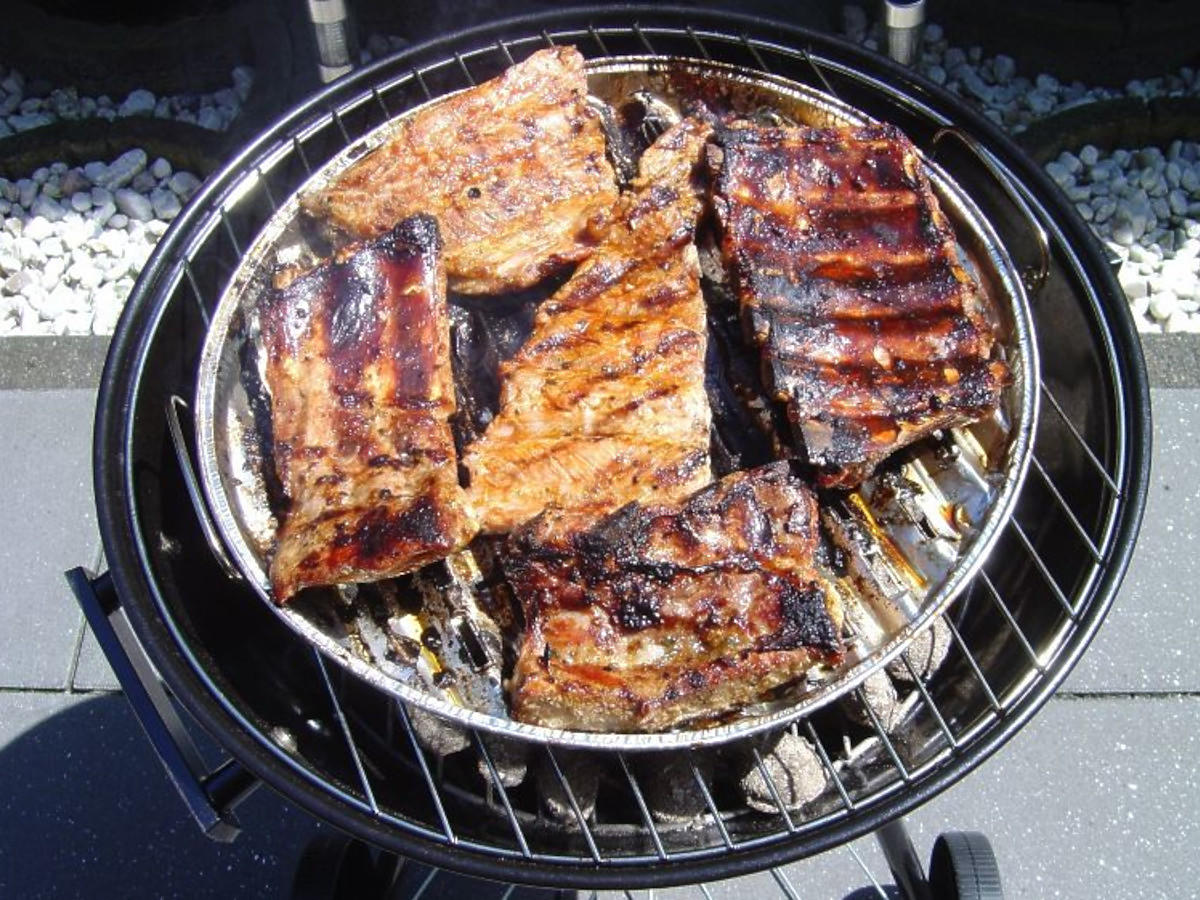 Przepis na żeberka z grilla w czosnkowej glazurze. Doskonałe w smaku