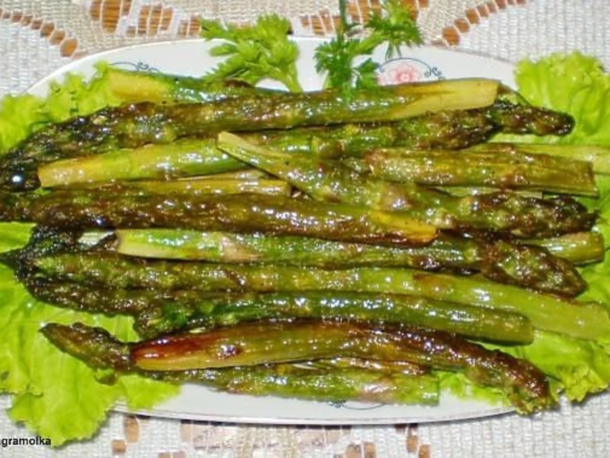 Przepis na zielone szparagi z patelni. Idealne do obiadu