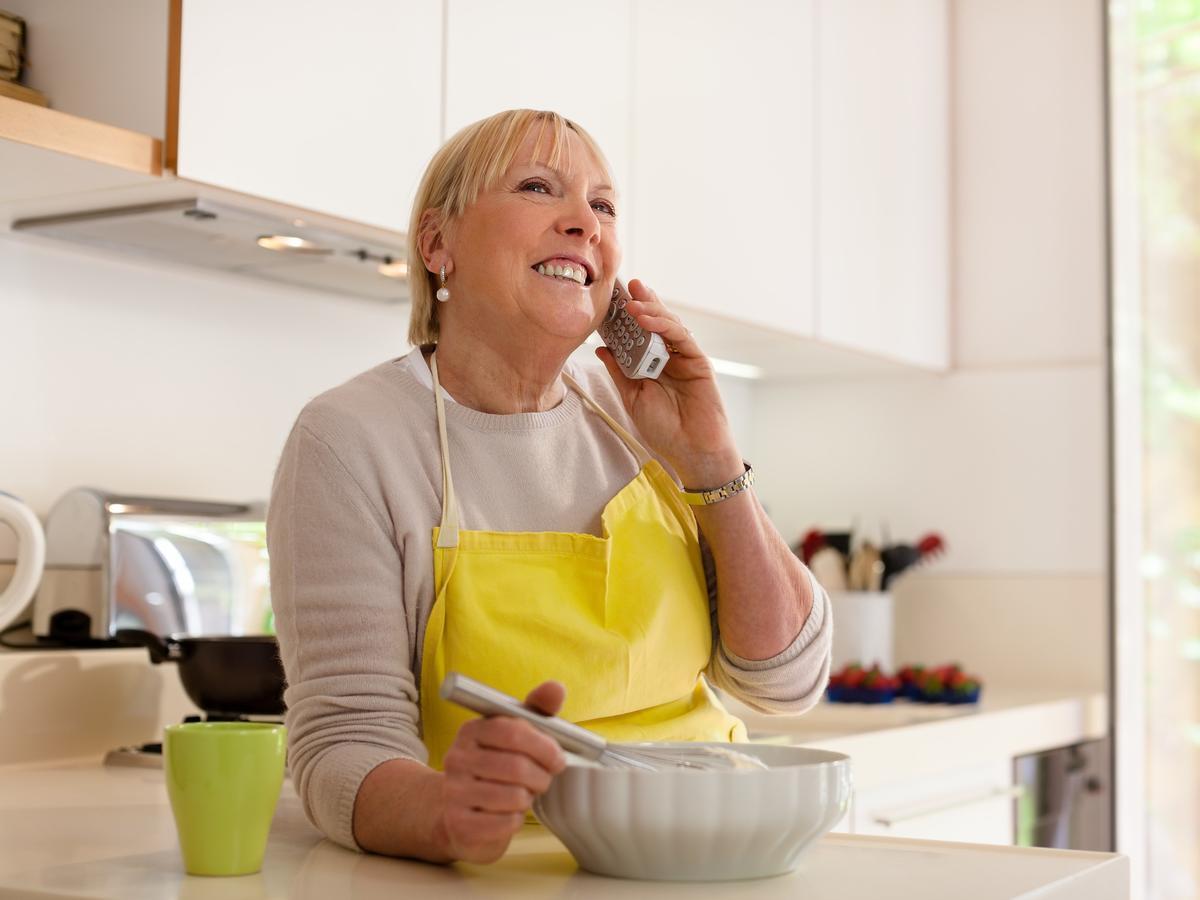 Przygotowujesz obiad? Odłóż telefon! To największe siedlisko bakterii w całym domu