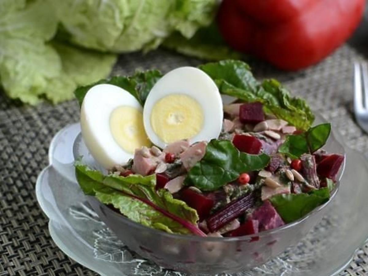 Pyszna sałatka z botwinką, jajkiem i fetą. Rewelacyjny przepis