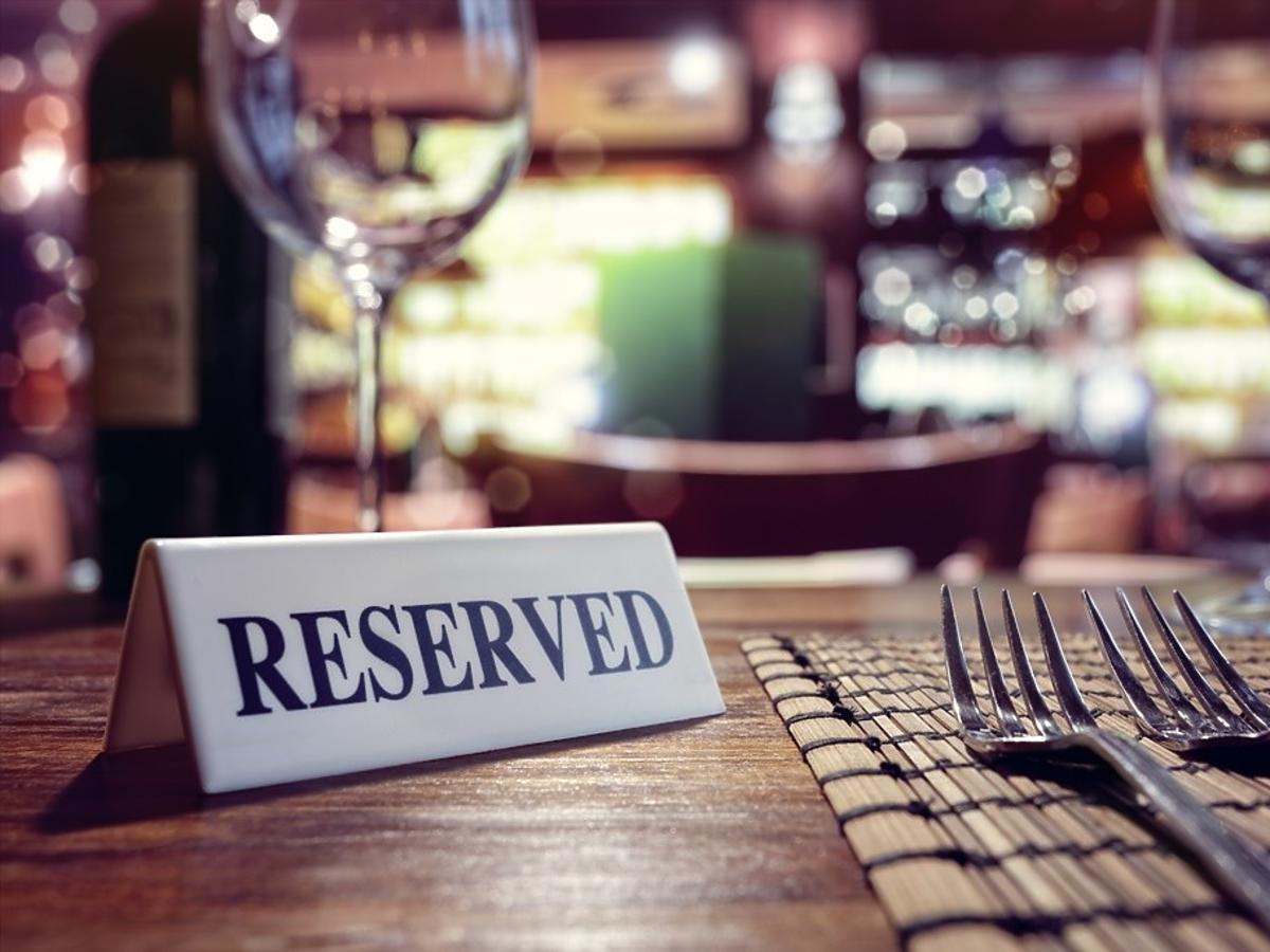 restauracje i hotele przyjmują gości