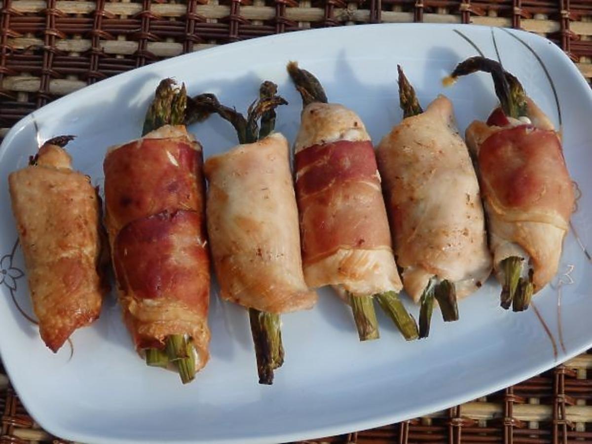 Roladki drobiowe ze szparagami. Prosty przepis na smaczny obiad