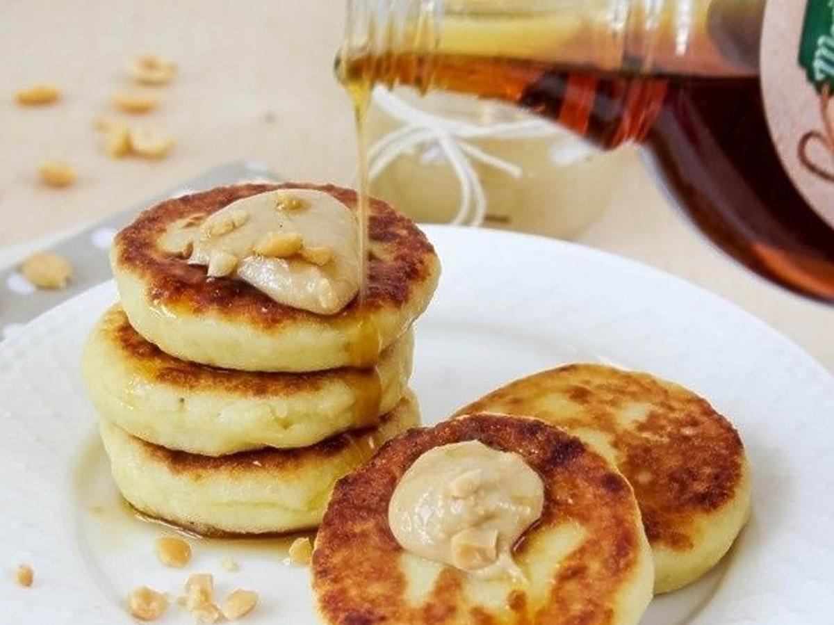 """Rosyjskie """"syrniczki"""" z masłem orzechowym na śniadanie. Wyśmienity przepis"""