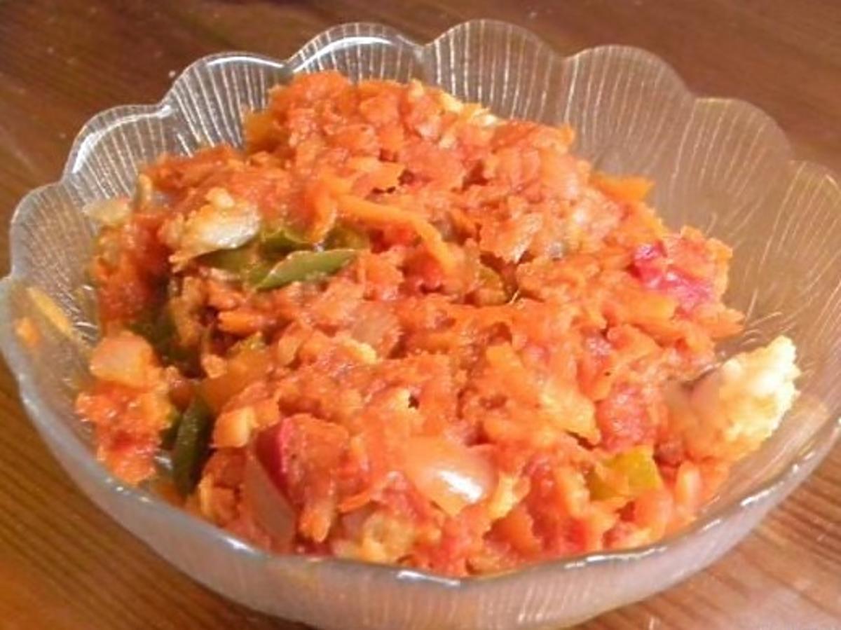 Ryba po bałkańsku z cebulą. Prosty przepis na piątkowy obiad