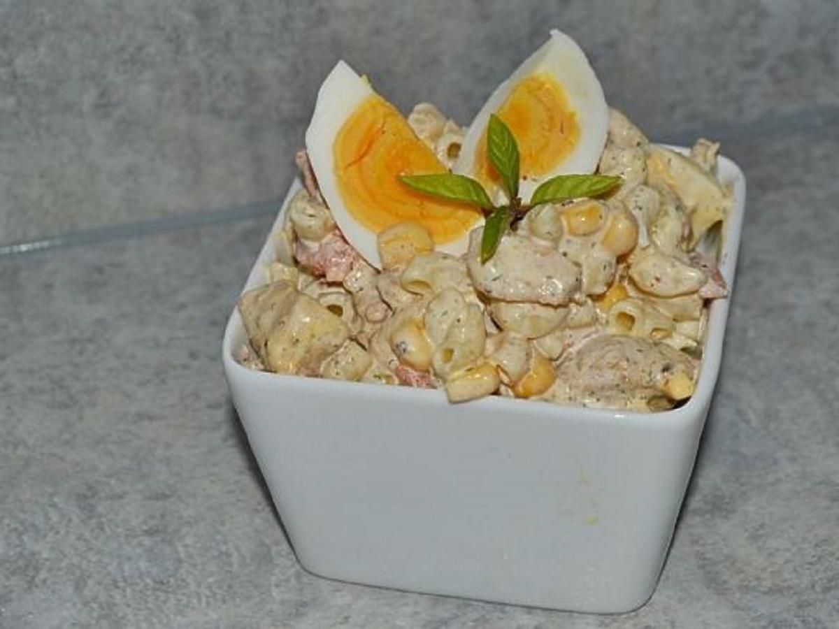 sałatka z makaronem i kurczakiem