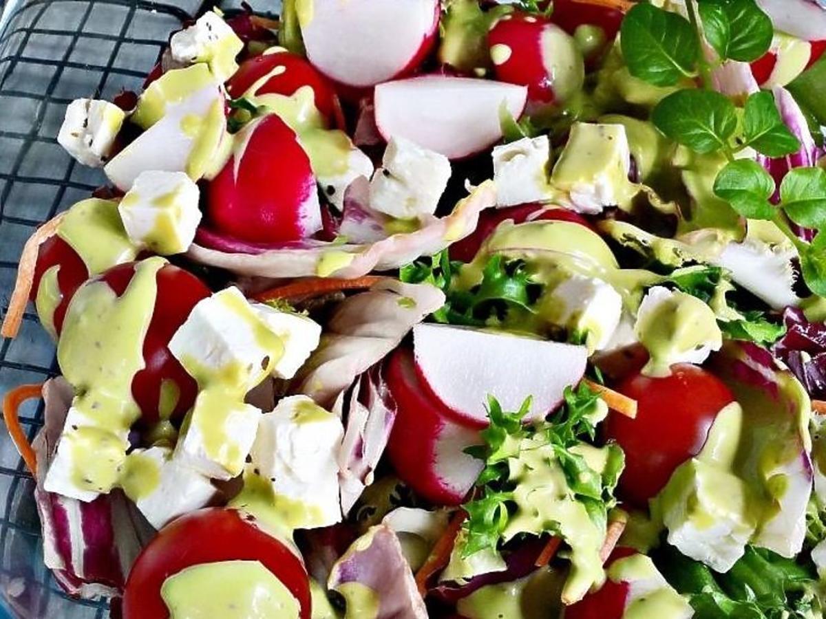 Sałatka ze świeżych warzyw. Przepis na sałatkę na grilla