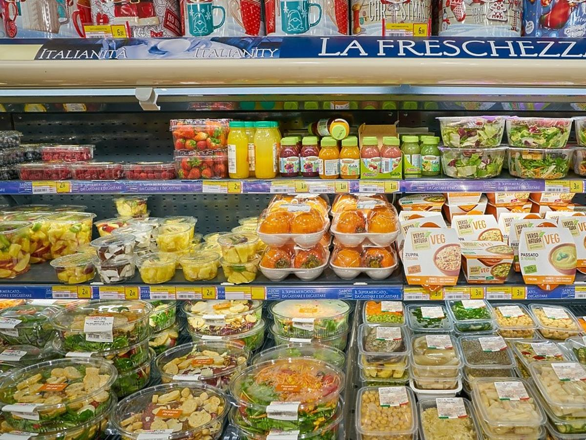 skład sklepowych sałatek