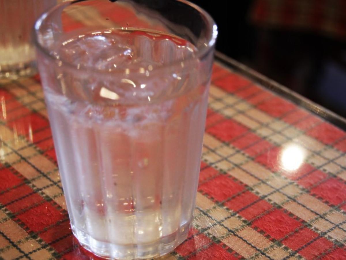szklanka wody z solą