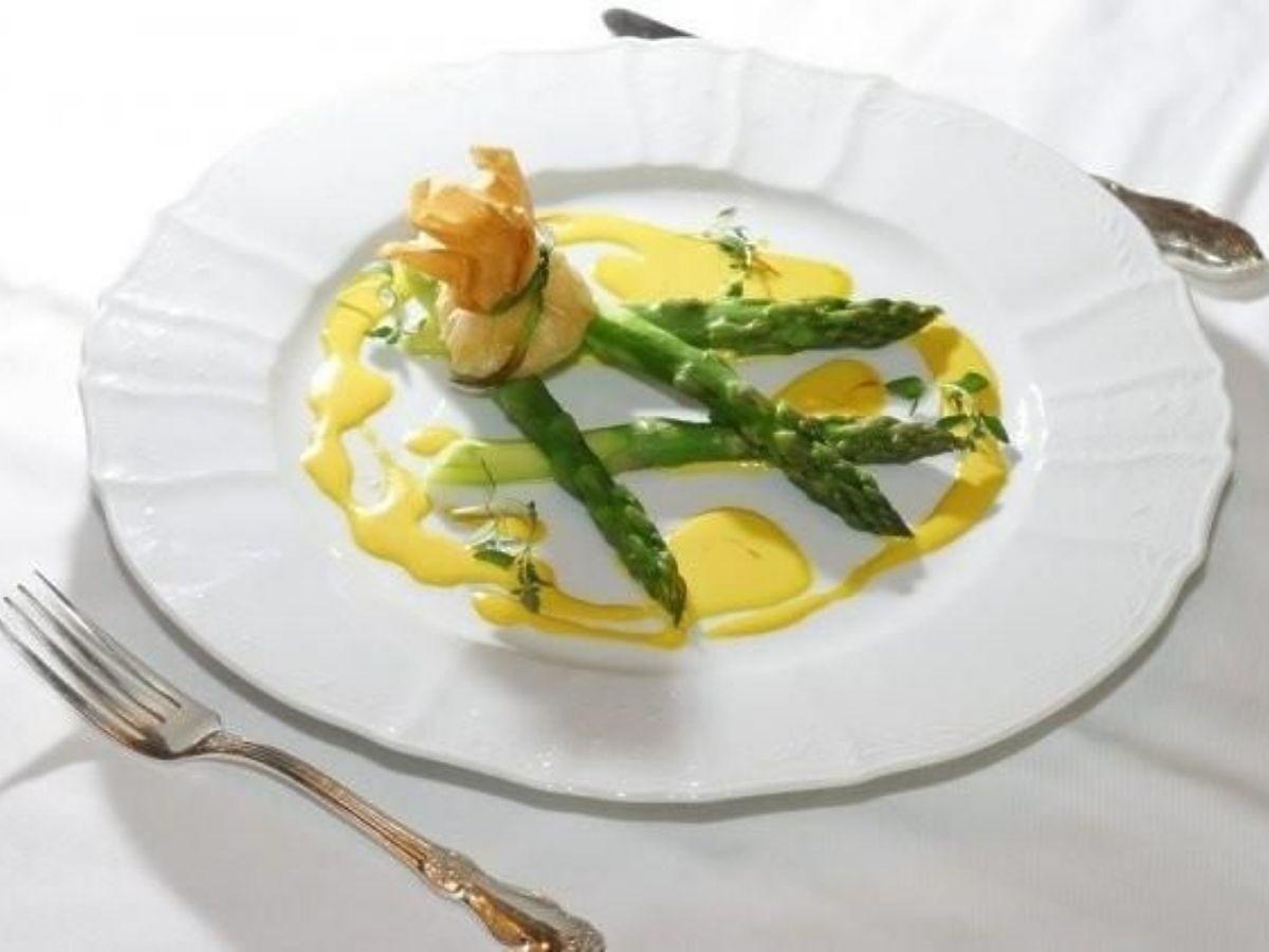 Szparagi zapiekane z parmezanem. Prosta przekąska na kolację FB: Szparagi zapiekane z parmezanem. Najlepsze jakie jedliście do tej pory!