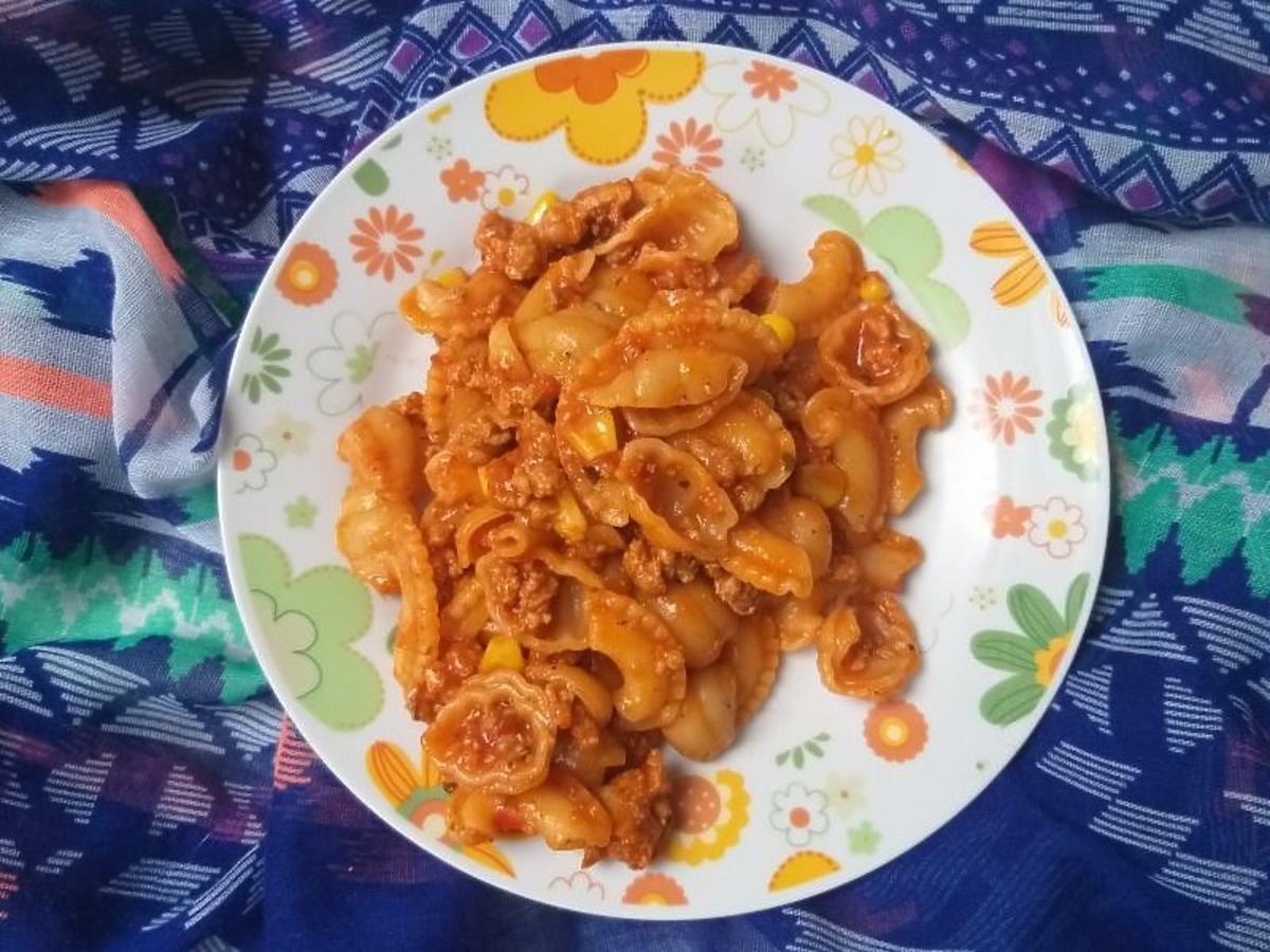Szybki mięsno-pomidorowy sos do makaronu. Doskonały na obiad