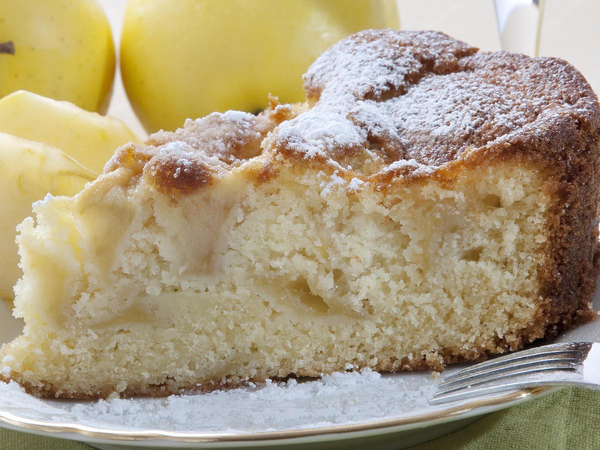 Szybkie ciasto z jabłkami mieszane widelcem. Prościej się nie da