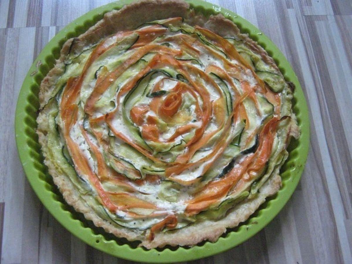 Ta wiosenna tarta warzywna wygląda wykwintnie, ale zrobicie ją z tanich składników. Pychota