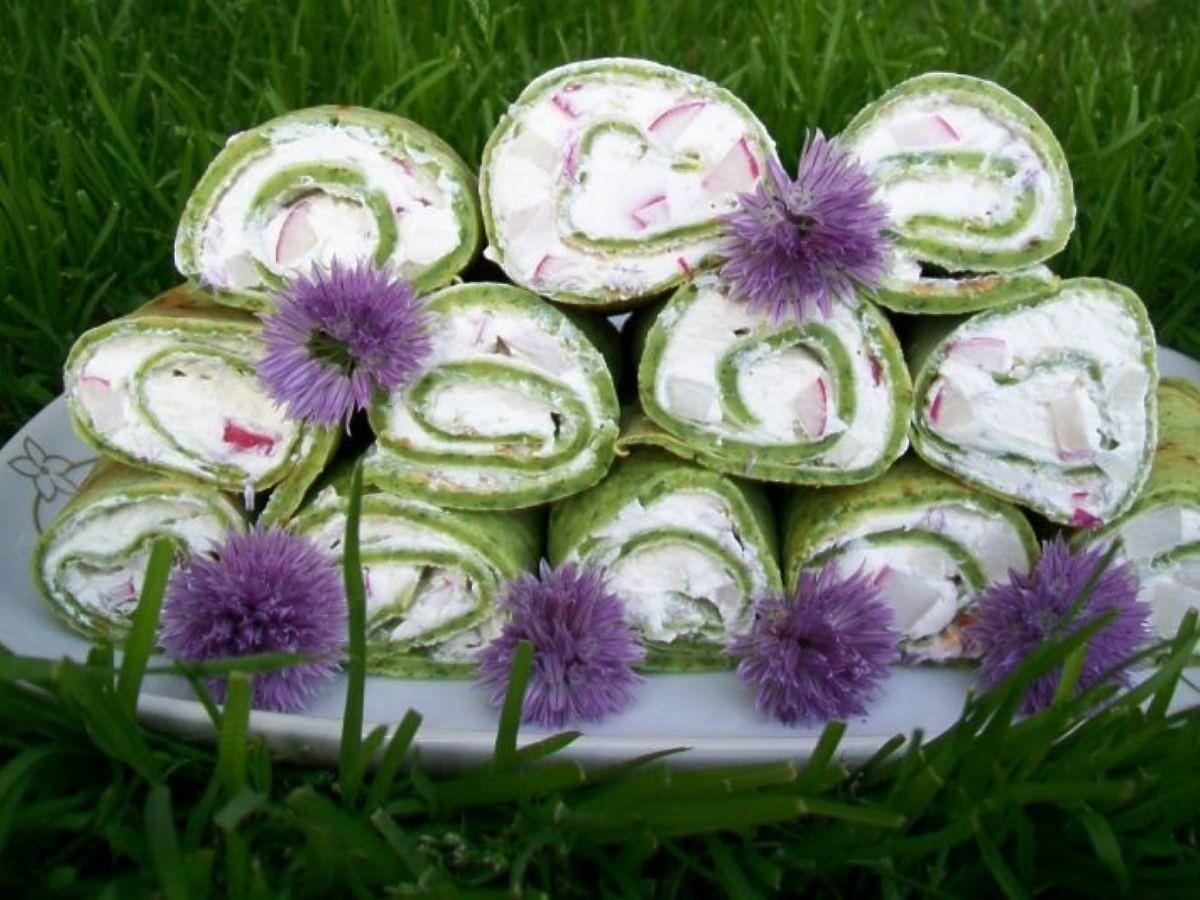 Te zielone wiosenne naleśniki wyglądają i smakują obłędnie. Prawdziwy kulinarny hit! SEO: Przepis na zielone naleśniki z wiosennym twarożkiem. Ciekawy pomysł na naleśniki