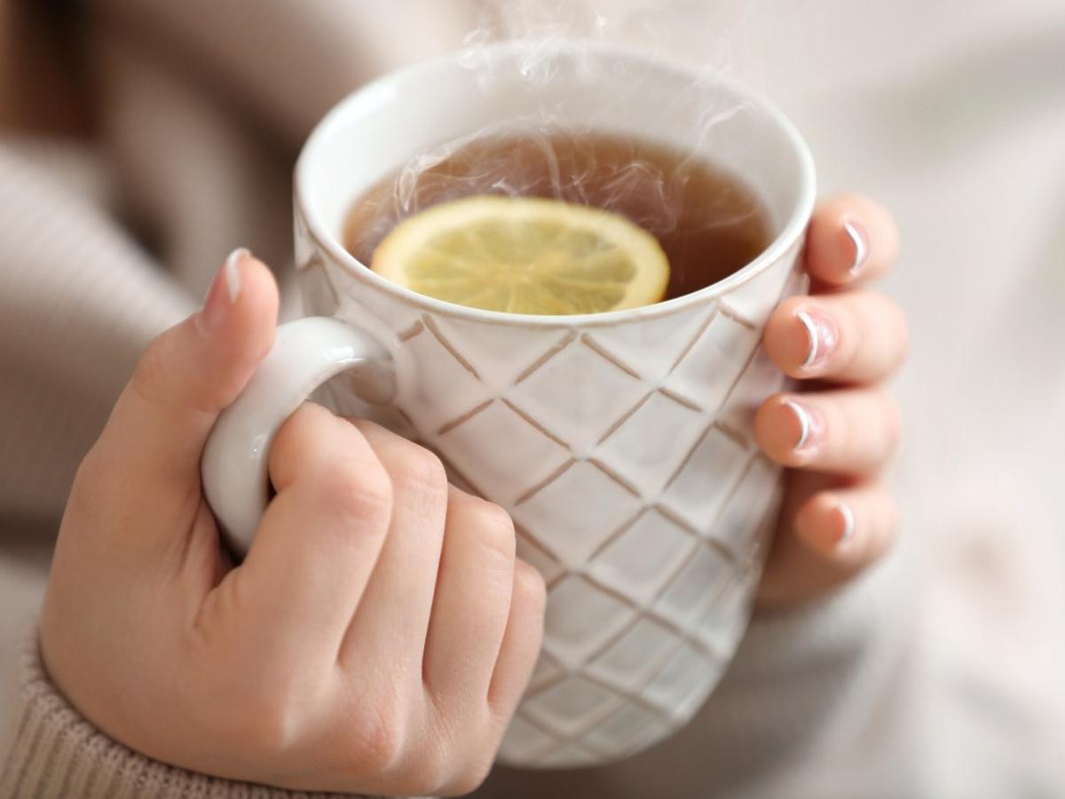 Ten napój jest najlepszy na rozgrzanie. Potrzebujesz 2 popularnych owoców i kilku przypraw.