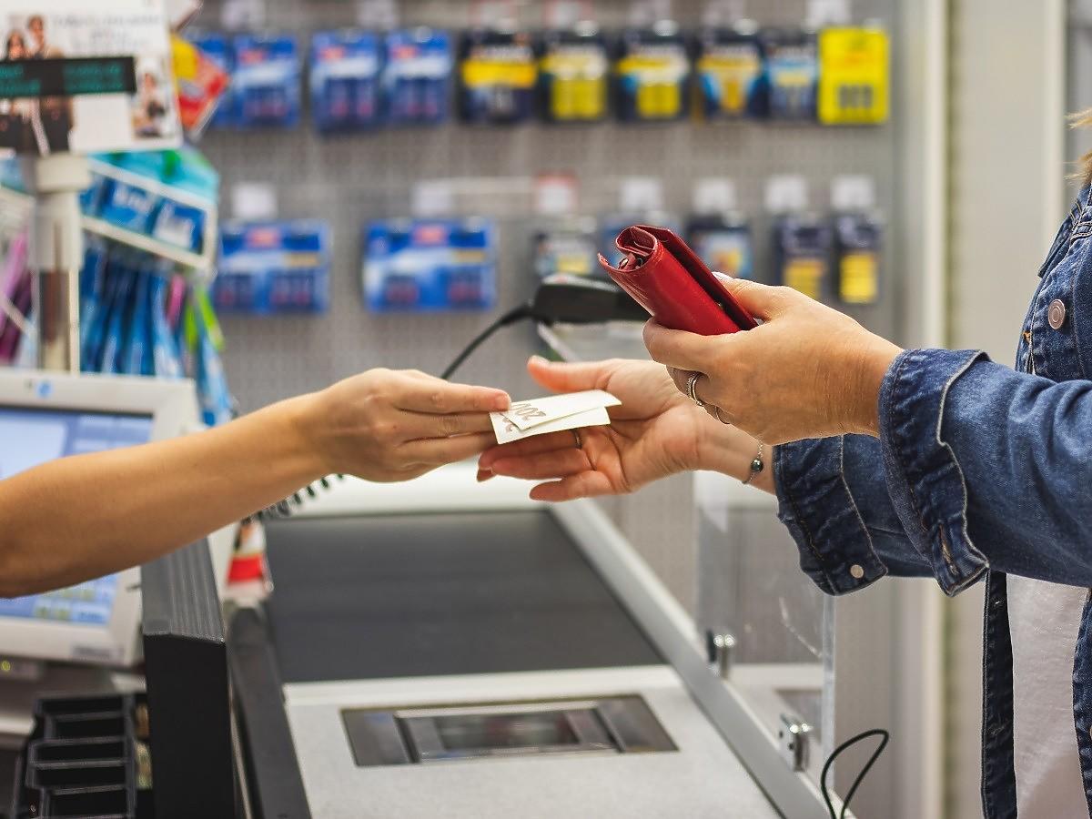 W niedziele w sklepach będą mogli pracować studenci i emeryci? To nowy pomysł Senatu