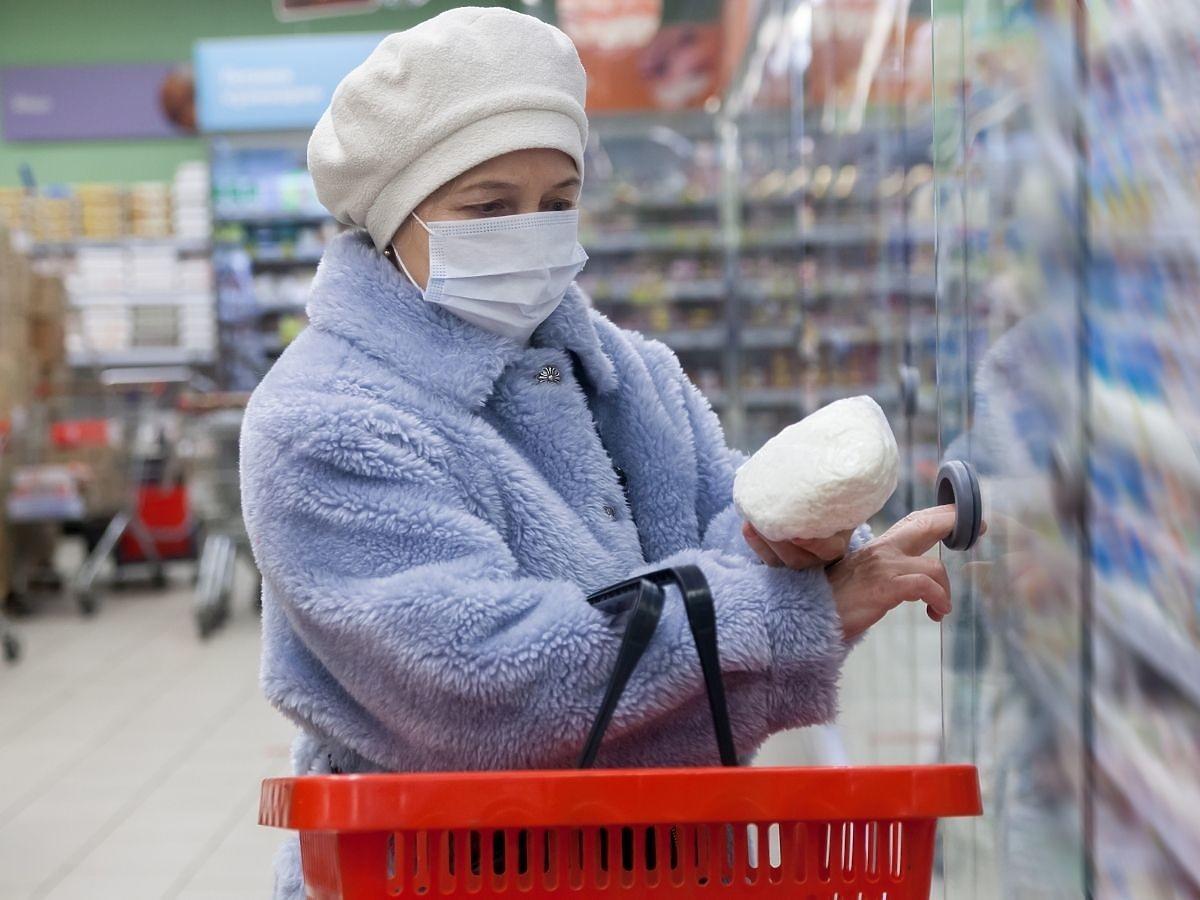 Większość osób zapomina o tym wchodząc do sklepu spożywczego. Ryzyko zakażenia koronawirusem jest ogromne