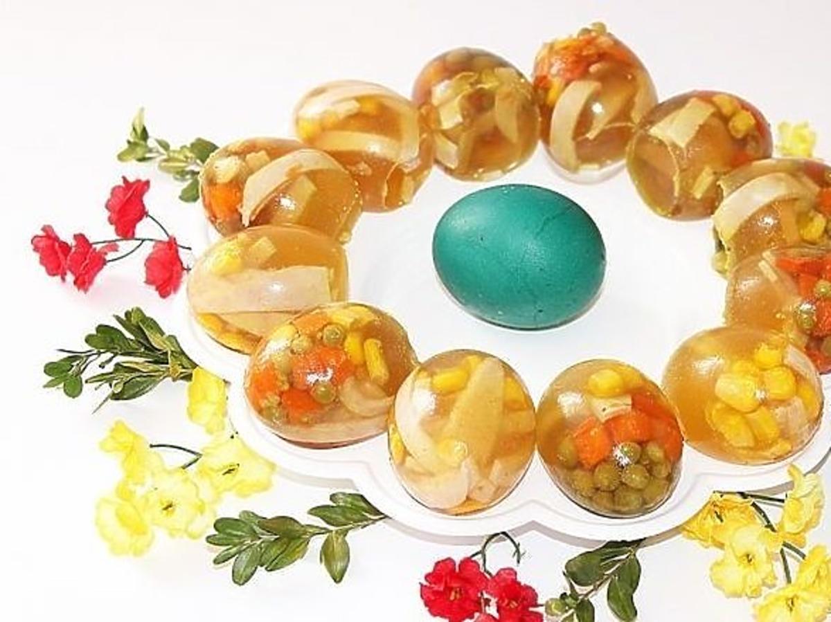 Wielkanocne galaretki w skorupkach od jajek. Zaskakują wyglądem i oryginalnym smakiem