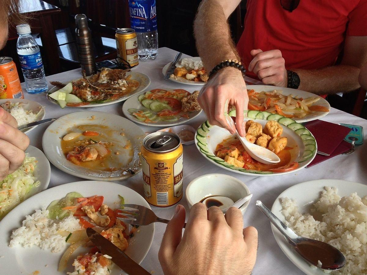 Wielu Polaków zjada to po obiedzie. Nie wiedzą, jak bardzo sobie szkodzą