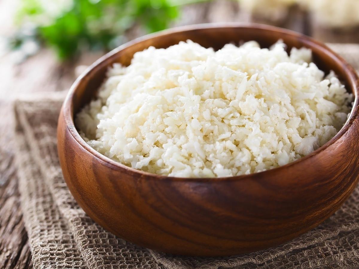 Włóżcie miseczkę ryżu do szafy. Pokochacie ten trik