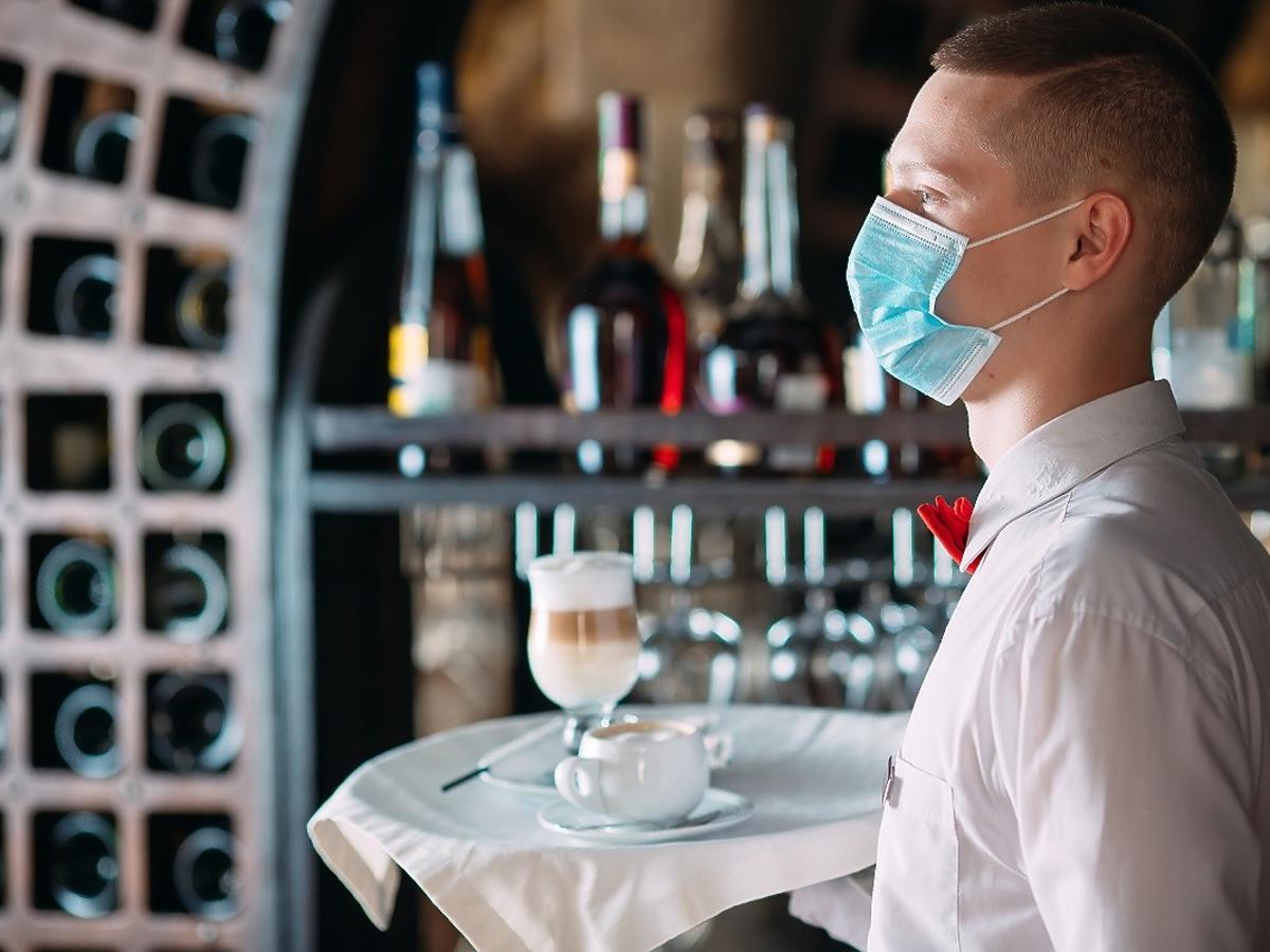 """Wraca normalność? Minister zdrowia: """"Wróci bardzo wiele usług"""". Restauracje za chwilę będą otwarte"""