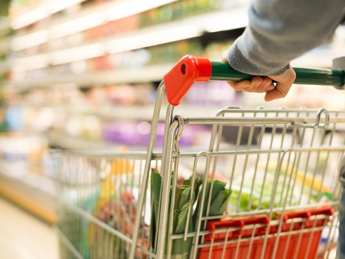 Zakupy spożywcze przed Świętami Wielkanocnymi 2021