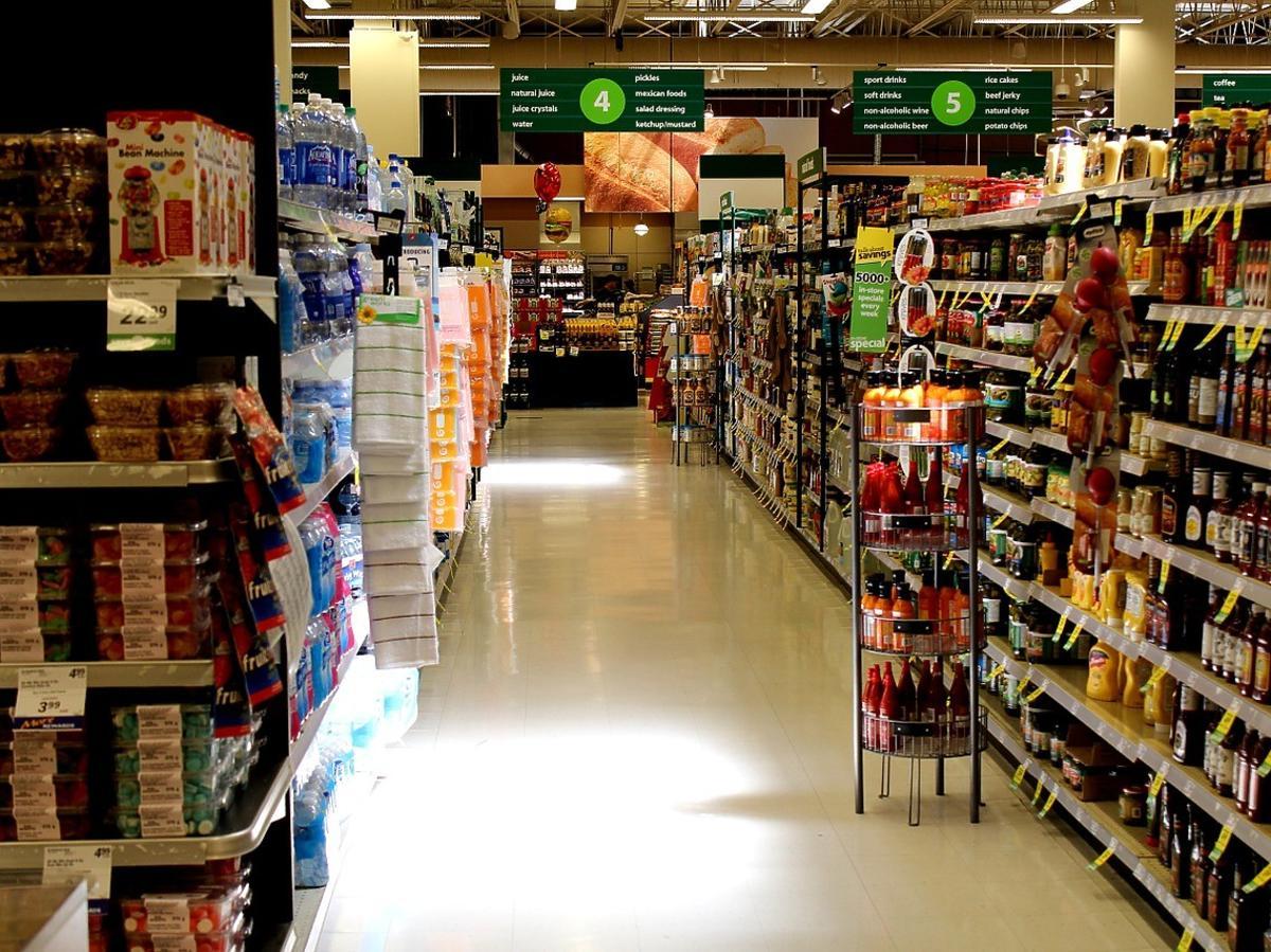 Zakupy spożywcze, regały sklepowe
